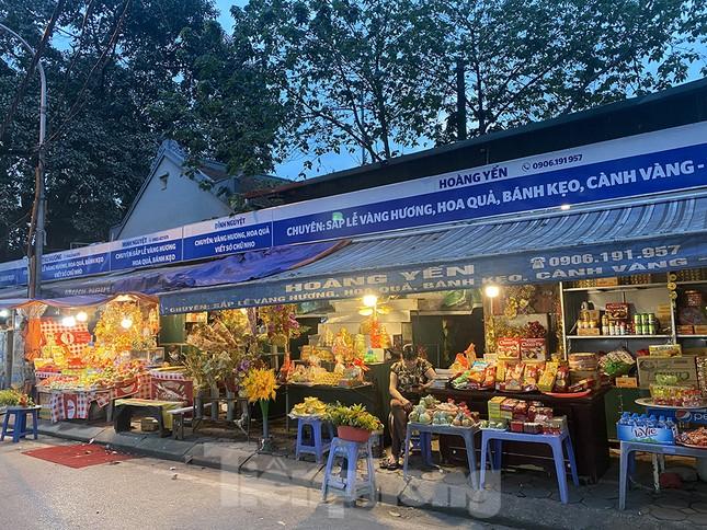 Đền, chùa Hà Nội vắng vẻ ngày đầu tháng ảnh 14