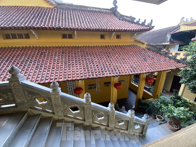 Đền, chùa Hà Nội vắng vẻ ngày đầu tháng ảnh 6