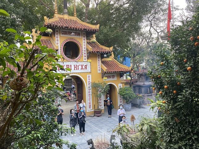 Đền, chùa Hà Nội vắng vẻ ngày đầu tháng ảnh 7