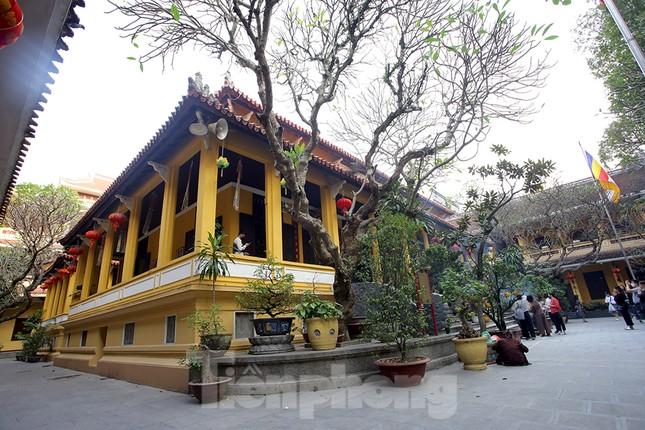 Đền, chùa Hà Nội vắng vẻ ngày đầu tháng ảnh 8
