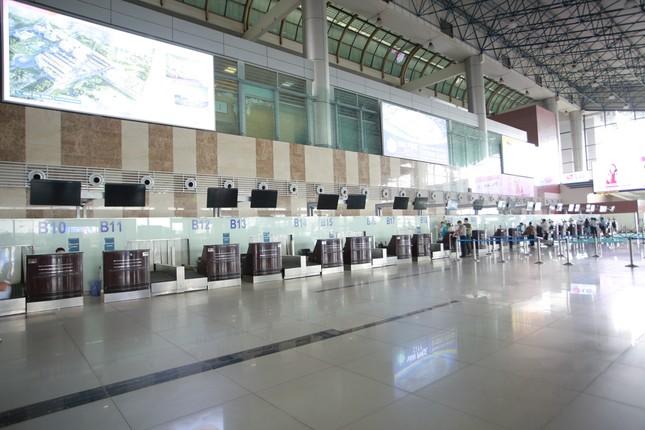 Máy bay đỗ đầy cảng, nhà ga Nội Bài 'vắng như chùa bà đanh' ảnh 14
