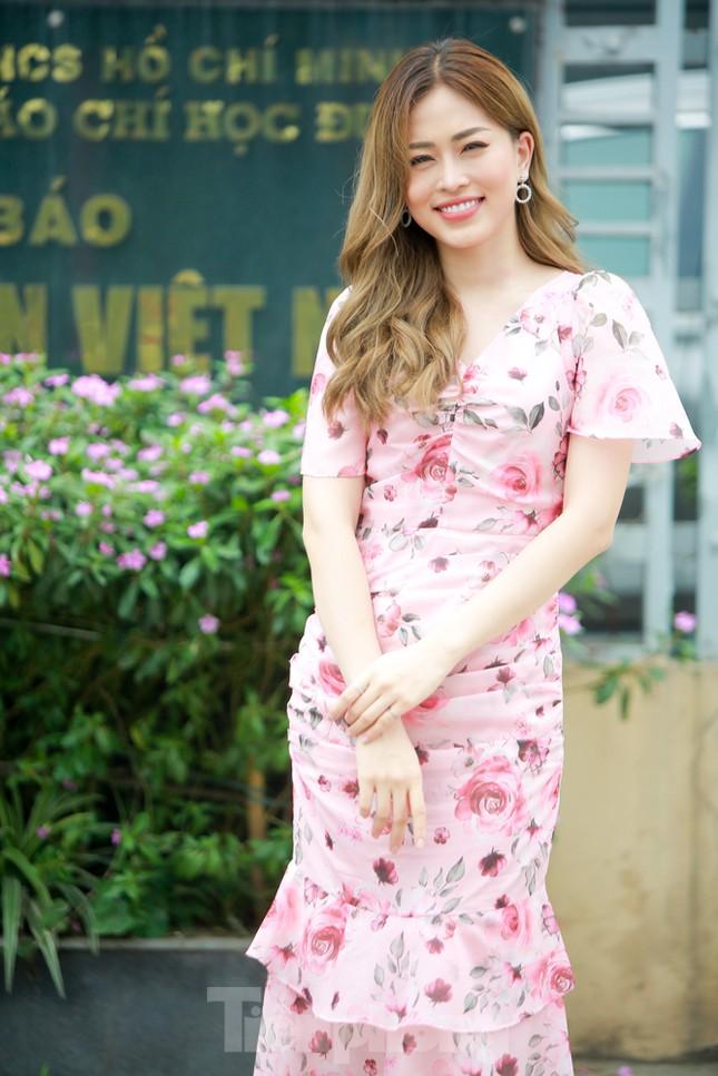 Á hậu Bùi Phương Nga rạng ngời tại buổi ra mắt chuyên trang Sinh viên Việt Nam ảnh 5