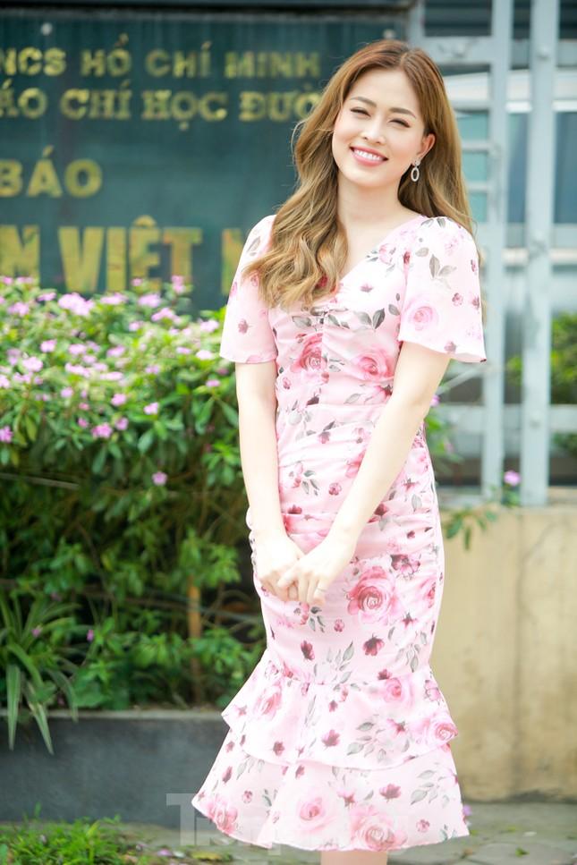 Á hậu Bùi Phương Nga rạng ngời tại buổi ra mắt chuyên trang Sinh viên Việt Nam ảnh 7