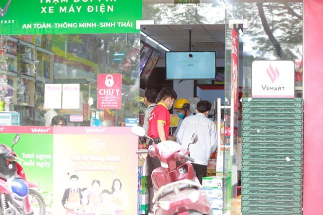 Buổi sáng ở chợ truyền thống Thủ đô những ngày dịch COVID-19 ảnh 11