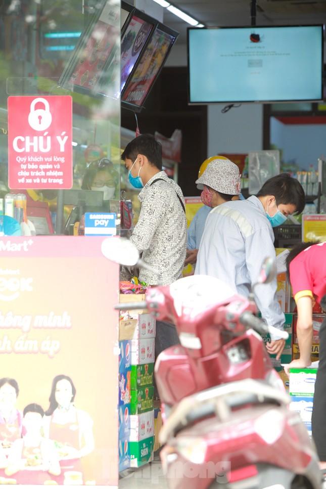 Buổi sáng ở chợ truyền thống Thủ đô những ngày dịch COVID-19 ảnh 12