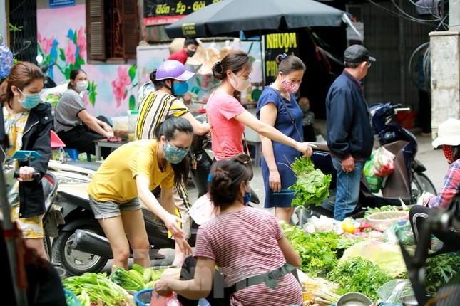 Buổi sáng ở chợ truyền thống Thủ đô những ngày dịch COVID-19 ảnh 3
