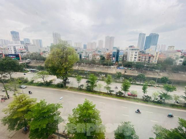 Khu đô thị mới Hà Nội vắng khác lạ trong ngày đầu tiên lệnh đóng cửa quán ảnh 2
