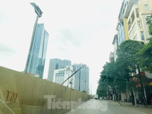 Khu đô thị mới Hà Nội vắng khác lạ trong ngày đầu tiên lệnh đóng cửa quán ảnh 4