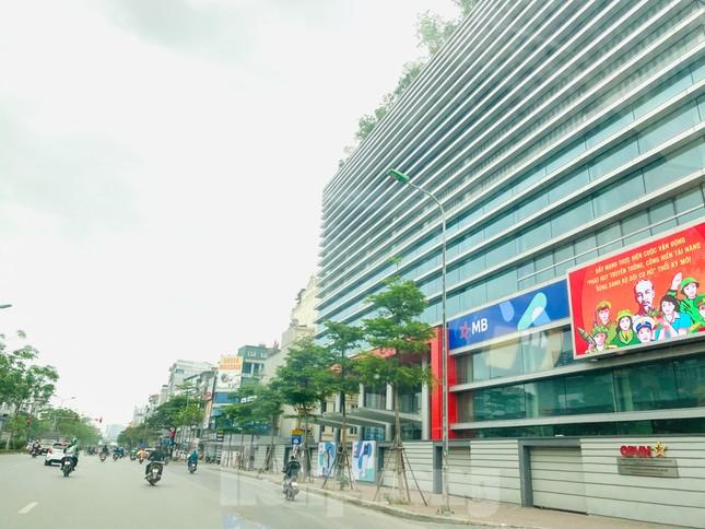 Khu đô thị mới Hà Nội vắng khác lạ trong ngày đầu tiên lệnh đóng cửa quán ảnh 6
