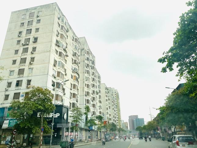 Khu đô thị mới Hà Nội vắng khác lạ trong ngày đầu tiên lệnh đóng cửa quán ảnh 7