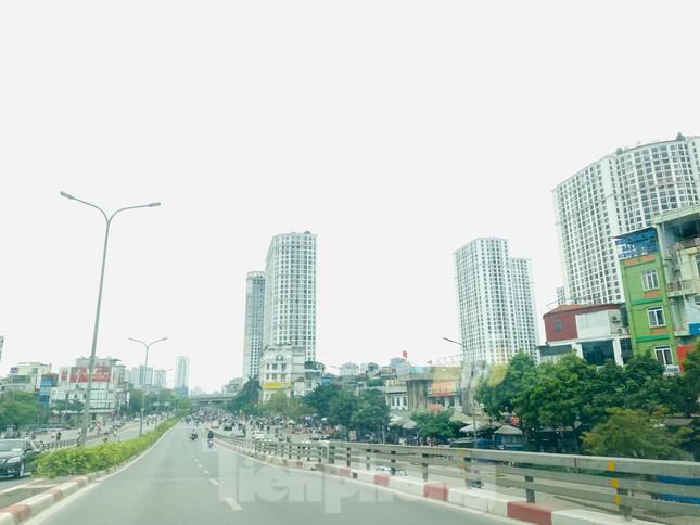 Khu đô thị mới Hà Nội vắng khác lạ trong ngày đầu tiên lệnh đóng cửa quán ảnh 8