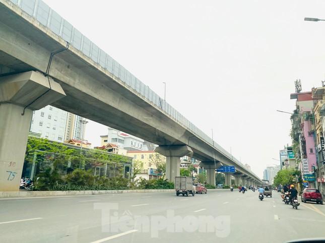Khu đô thị mới Hà Nội vắng khác lạ trong ngày đầu tiên lệnh đóng cửa quán ảnh 10