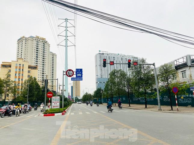Khu đô thị mới Hà Nội vắng khác lạ trong ngày đầu tiên lệnh đóng cửa quán ảnh 11