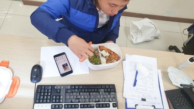 Bữa cơm trưa nơi công sở thời dịch COVID-19 ảnh 12