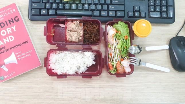 Bữa cơm trưa nơi công sở thời dịch COVID-19 ảnh 3