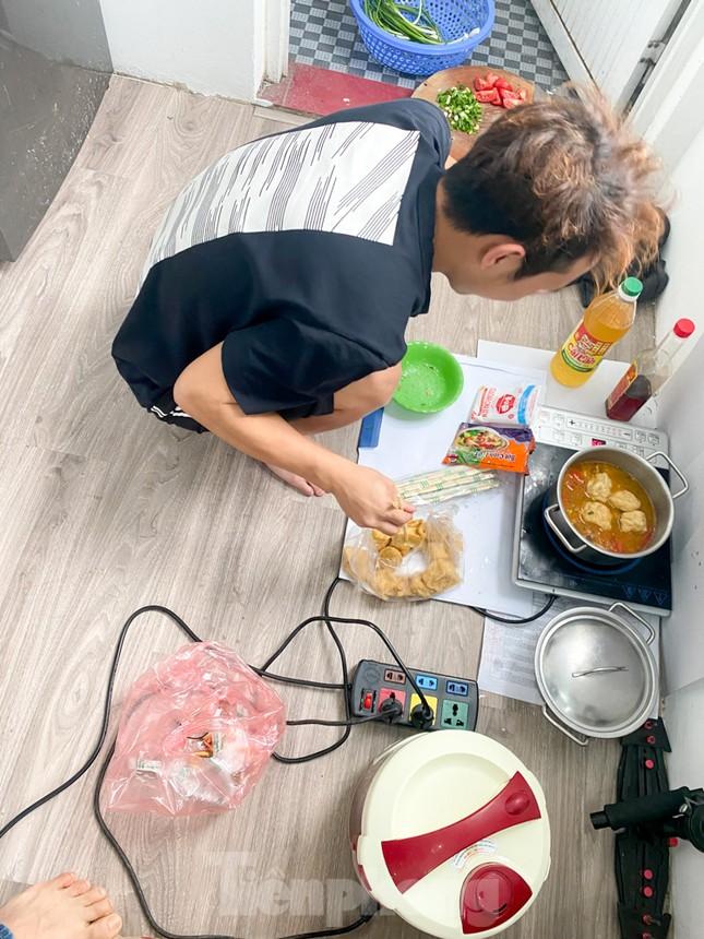 Bữa cơm trưa nơi công sở thời dịch COVID-19 ảnh 10