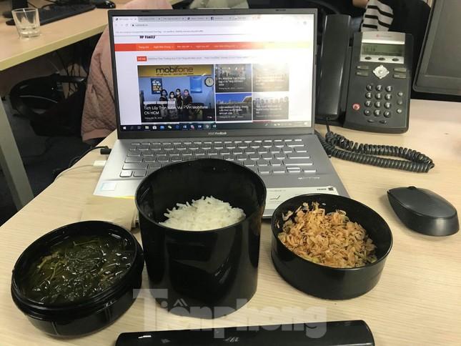 Bữa cơm trưa nơi công sở thời dịch COVID-19 ảnh 4