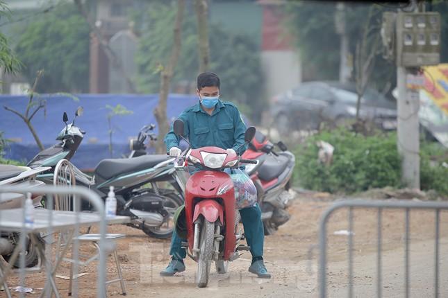 Lập 12 chốt kiểm soát, cách ly cả thôn Đông Cứu - Thường Tín vì có ca mắc COVID-19 ảnh 9