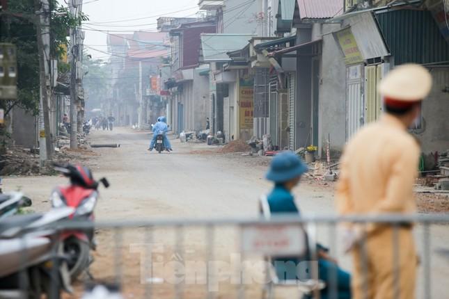 Lập 12 chốt kiểm soát, cách ly cả thôn Đông Cứu - Thường Tín vì có ca mắc COVID-19 ảnh 3