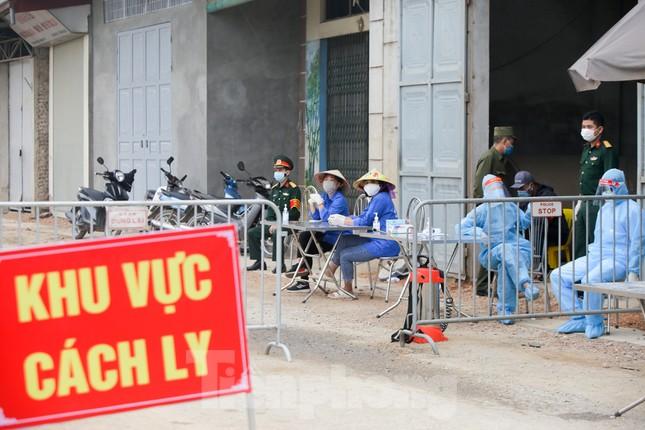 Lập 12 chốt kiểm soát, cách ly cả thôn Đông Cứu - Thường Tín vì có ca mắc COVID-19 ảnh 10