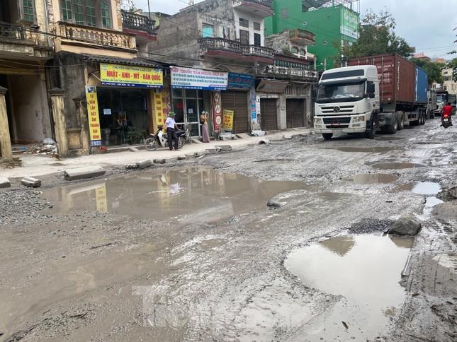 Hà Nội: Xe container trốn trạm thu phí QL5 cày nát đường phố Keo ảnh 8