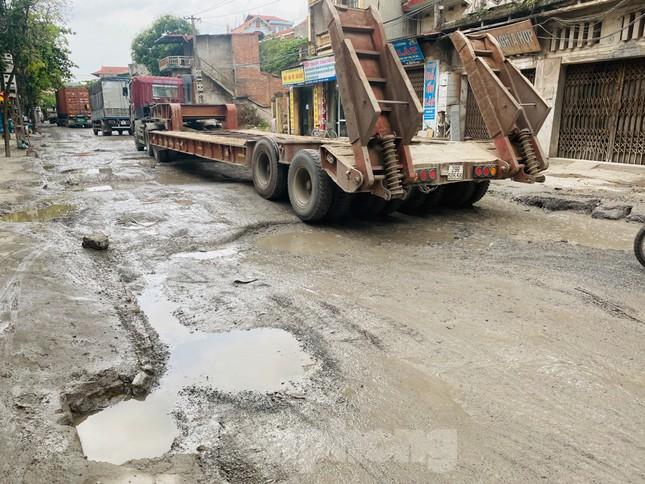 Hà Nội: Xe container trốn trạm thu phí QL5 cày nát đường phố Keo ảnh 9