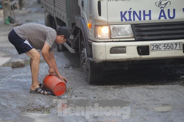 Hà Nội: Xe container trốn trạm thu phí QL5 cày nát đường phố Keo ảnh 2