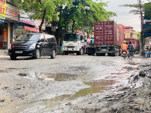 Hà Nội: Xe container trốn trạm thu phí QL5 cày nát đường phố Keo ảnh 18