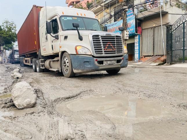 Hà Nội: Xe container trốn trạm thu phí QL5 cày nát đường phố Keo ảnh 12