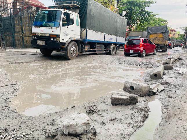 Hà Nội: Xe container trốn trạm thu phí QL5 cày nát đường phố Keo ảnh 13