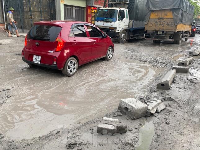Hà Nội: Xe container trốn trạm thu phí QL5 cày nát đường phố Keo ảnh 19