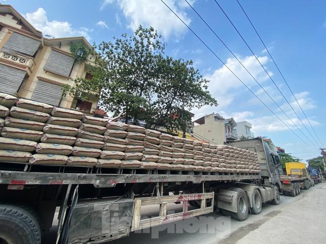 Hà Nội: Xe container trốn trạm thu phí QL5 cày nát đường phố Keo ảnh 15