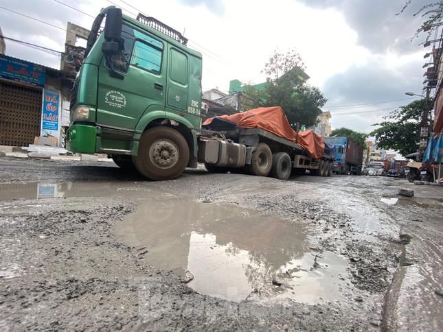 Hà Nội: Xe container trốn trạm thu phí QL5 cày nát đường phố Keo ảnh 17