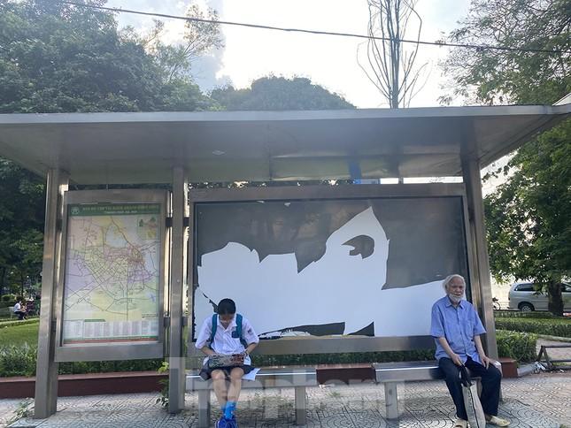 Cận cảnh trạm chờ xe buýt Thủ đô trước khi được duy tu ảnh 14