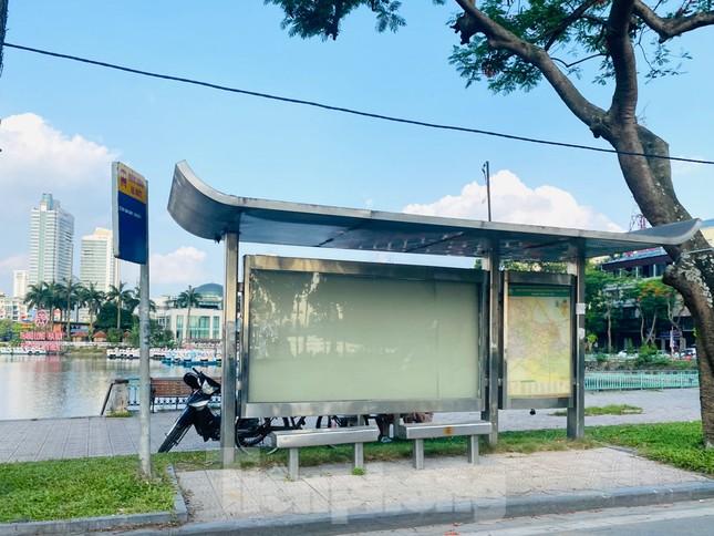 Cận cảnh trạm chờ xe buýt Thủ đô trước khi được duy tu ảnh 11