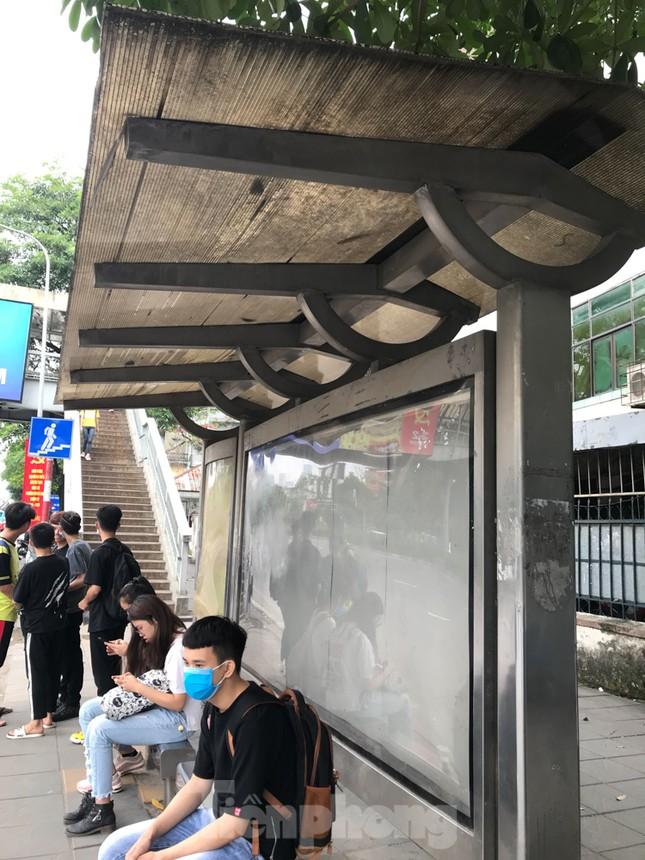 Cận cảnh trạm chờ xe buýt Thủ đô trước khi được duy tu ảnh 12