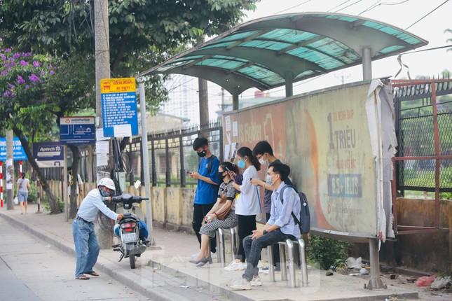 Cận cảnh trạm chờ xe buýt Thủ đô trước khi được duy tu ảnh 1