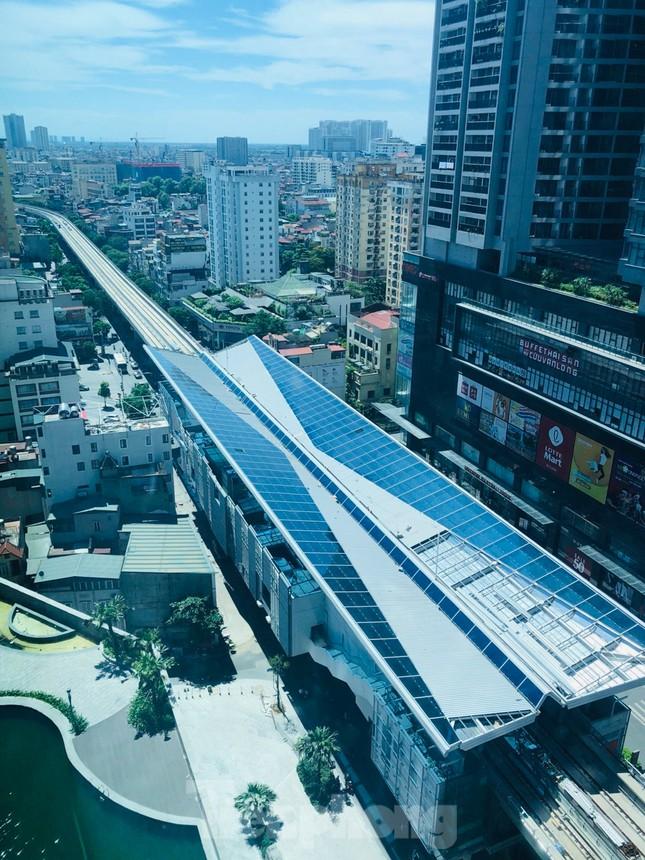 Công nhân đội nắng hoàn thiện nhà ga tuyến đường sắt Nhổn - ga Hà Nội. ảnh 10