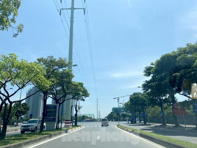 Nắng 50 độ C, đường Hà Nội vắng 'như chùa bà đanh' ảnh 9