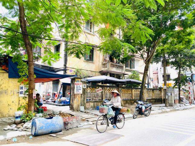 Nhiều phố Hà Nội chưa hạ ngầm theo quy định vẫn vô tư lát đá vỉa hè ảnh 4