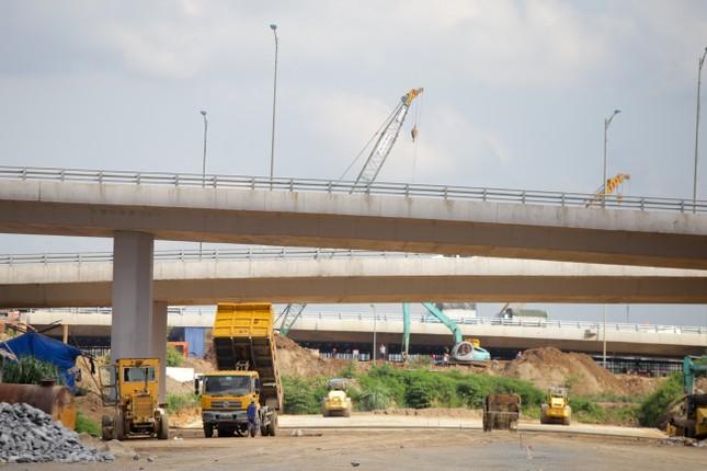 Toàn cảnh đại công trường 402 tỷ đồng nối vành đai 3 với cao tốc Hà Nội - Hải Phòng ảnh 7