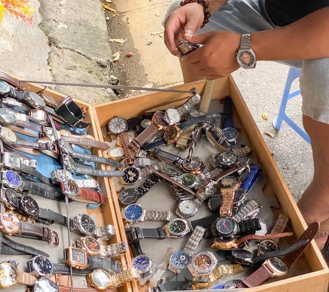 Lạ lùng chợ phiên đồ cũ của những người ưa hoài niệm ảnh 4