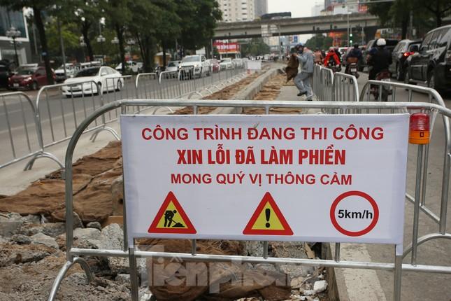 Rào chắn thi công hầm chui Lê Văn Lương tại nút giao 10 làn xe ảnh 4