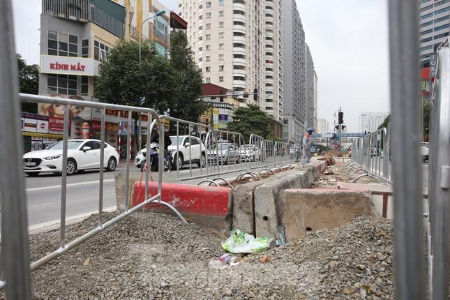 Rào chắn thi công hầm chui Lê Văn Lương tại nút giao 10 làn xe ảnh 8