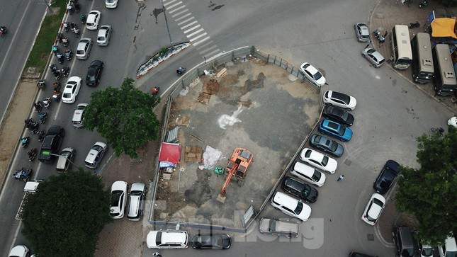 Rào chắn thi công hầm chui Lê Văn Lương tại nút giao 10 làn xe ảnh 1
