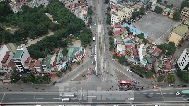 Rào chắn thi công hầm chui Lê Văn Lương tại nút giao 10 làn xe ảnh 10