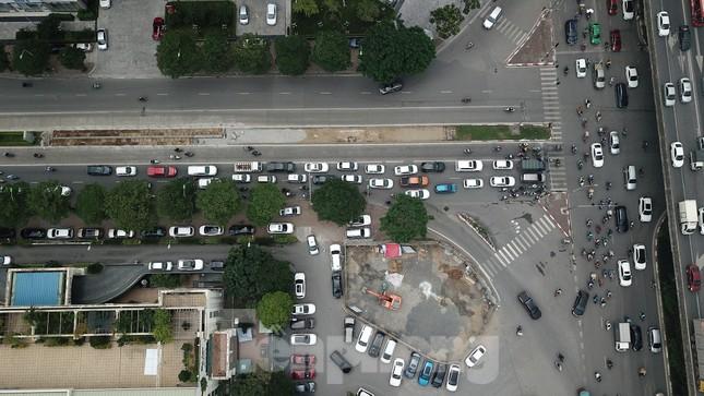 Rào chắn thi công hầm chui Lê Văn Lương tại nút giao 10 làn xe ảnh 3