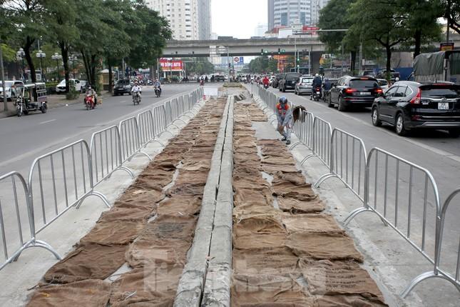 Rào chắn thi công hầm chui Lê Văn Lương tại nút giao 10 làn xe ảnh 6