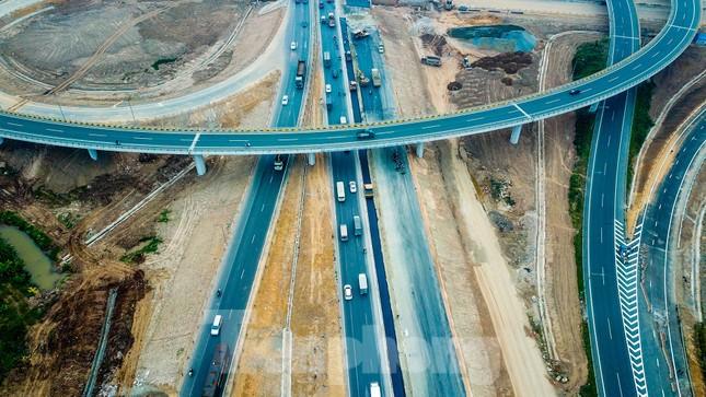 Nhìn gần nút giao 400 tỷ đồng sắp hoàn thiện ở Hà Nội ảnh 3