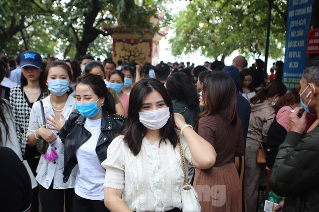 Người dân Thủ đô chen chân đi lễ Phủ Tây Hồ ngày đầu tháng 11 âm lịch ảnh 10